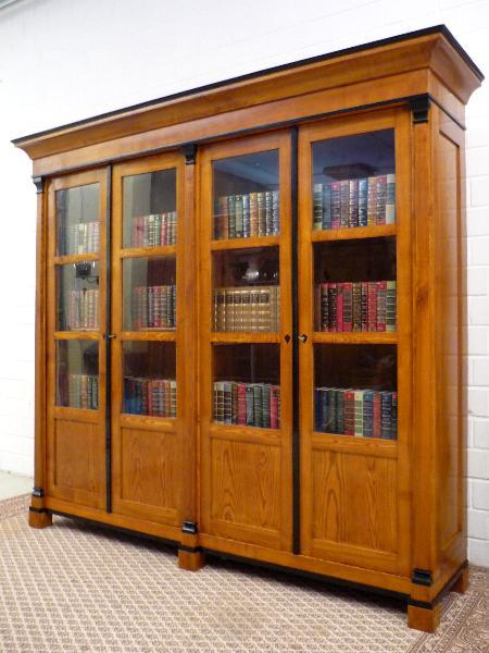 Bücherschrank Esche Viertürig Biedermeier Handpoliert Massiv | eBay